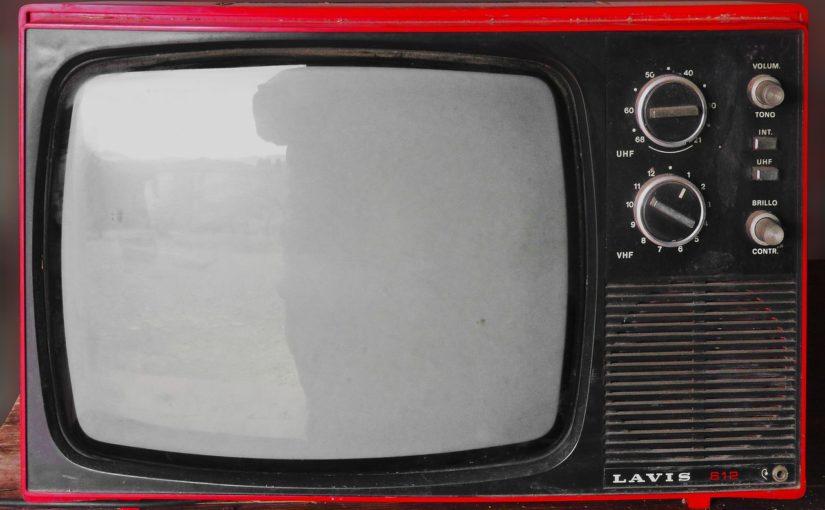 Samotny relaks przed tv, czy też niedzielne serialowe popołudnie, umila nam czas wolny ,a także pozwala się zrelaksować.